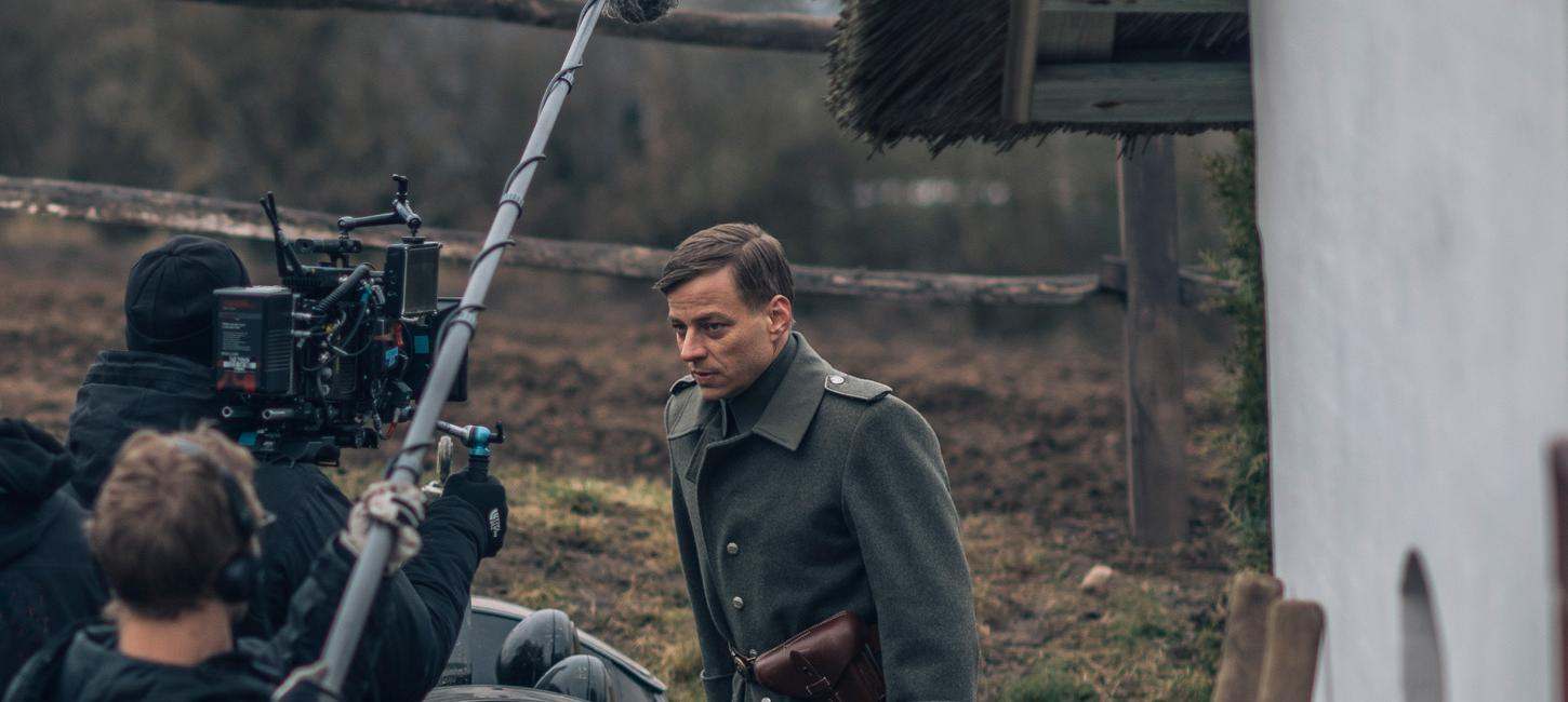 In Love & War - Tom Wlaschiha: Gerhard
